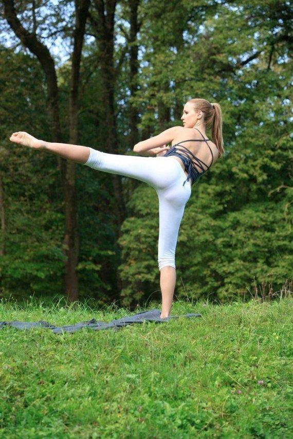 Jordan Carver's Yoga Class 16