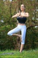Jordan Carver's Yoga Class 20