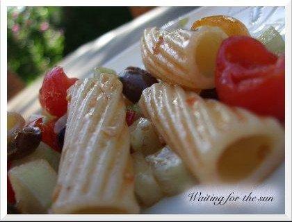 salade-pates-aux-tomates-cerises-olives-nice-L-5.