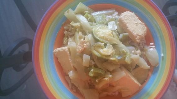riz complet tofu mariné et légumes verts