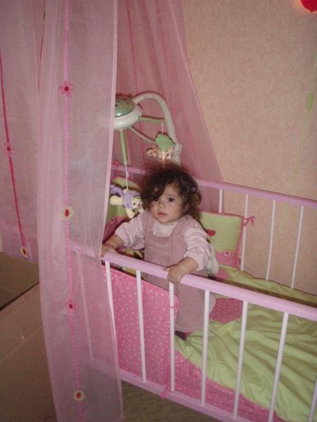 help ma fille mange la peinture de son lit solution. Black Bedroom Furniture Sets. Home Design Ideas