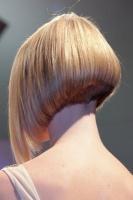 Carré nuque courte blond