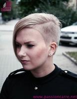 carré-asymetrique-blond-02-PassionCarre-net_