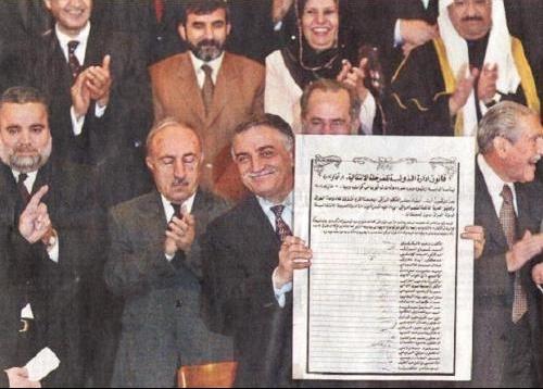 Iraq_sign_constitution
