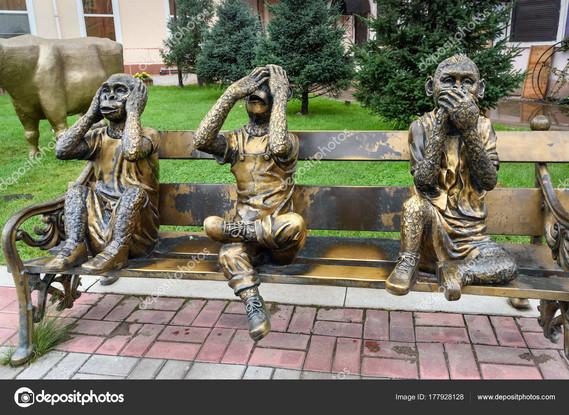 depositphotos_177928128-stock-photo-sculpture-of-the-three-monkeys