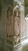 belles statues dans le cloitre