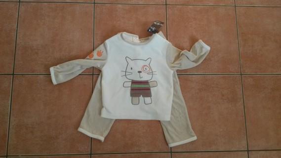 Pyjama neuf avec motif chat taille 24 mois