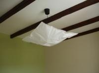 Le plafond avec luminaire