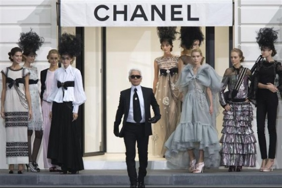 fashion-1-german-designer-karl-lagerfeld-appears-at-the-end-of-the-spring-summer-2009-women-s-ready-