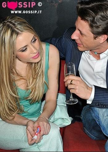 martina_stella_testimonial_del_labello_free_kiss_party_5f07