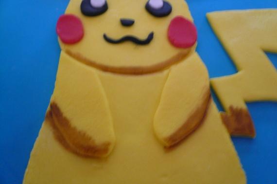 gateau nutella pikachu avec peinture au colorant