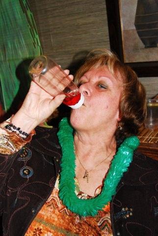 ma tante qui calle de alcool dans un biberon:P