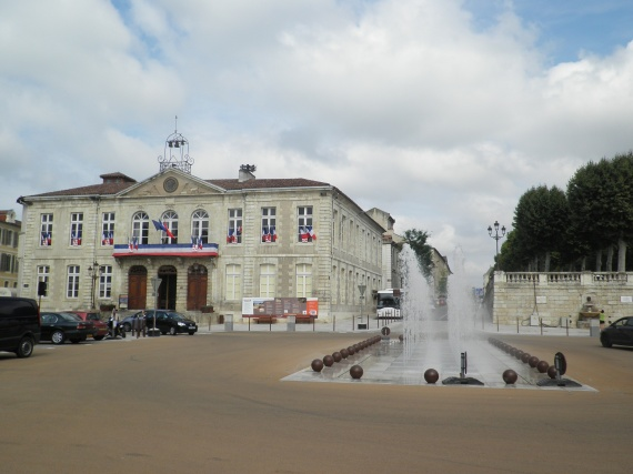 auch-place-mairie-img
