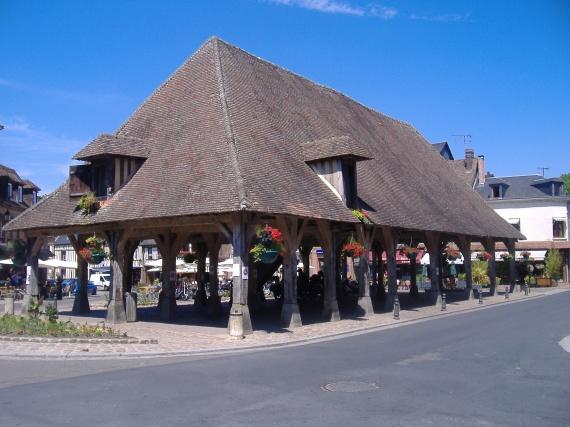 La halle de Lyons la Forêt