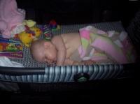 ma fille de 7 mois et demi qui fait la sieste sur le cote
