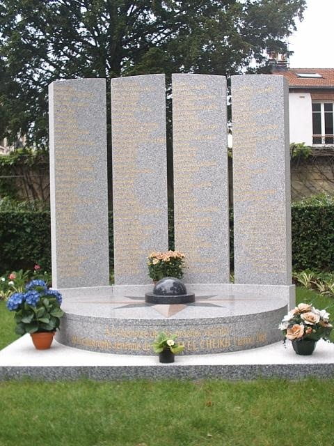 A la mémoire des victimes de la catastrophe aérienne de Charm el Cheikh en 2004..
