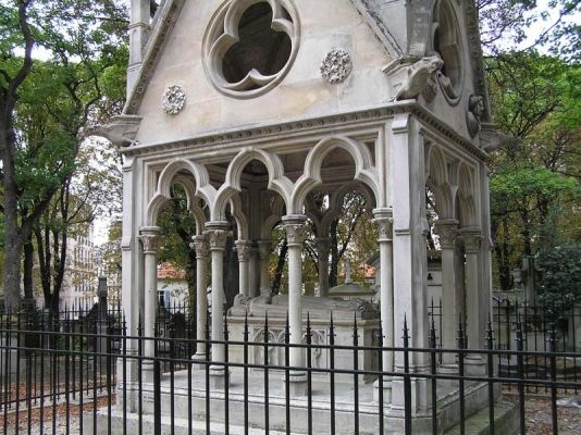 mausolee-heloise-abelard-cimetierre-pere-lachaise-paris