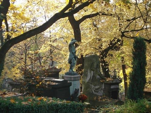 pere-lachaise-paris-cemetery