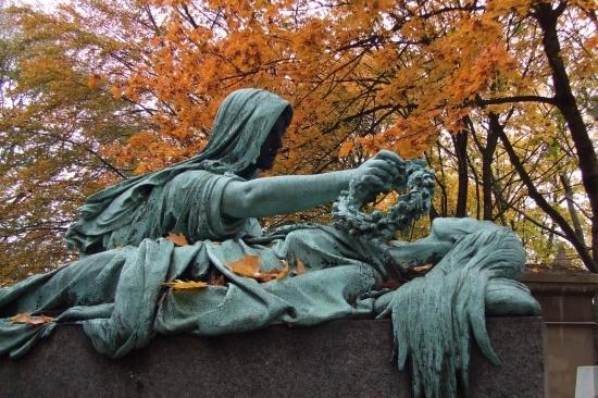 monuments-aux-morts-paris-france-1145138964-1348605