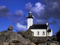 Bretagne, le-phare-de-pontusval