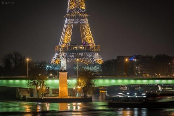 Paris , tour eiffet de nuit