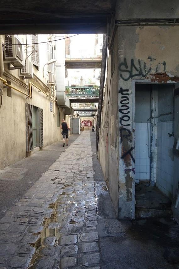 13 Marseille , quartier du Panier