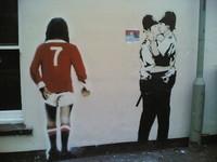 Banksy-Baiser-de-Policiers