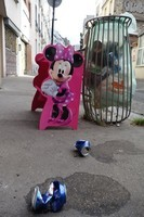 Minnie ramasse les ordures
