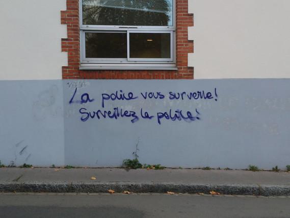 surveillez la police