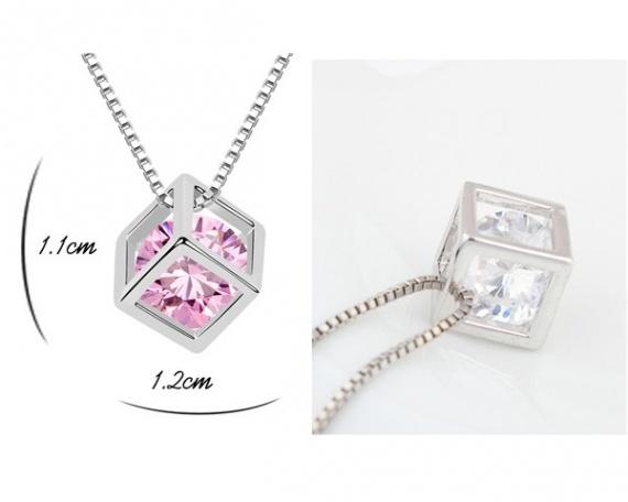 Collier + pendentif cristal swarovski Cube rose ou blanc