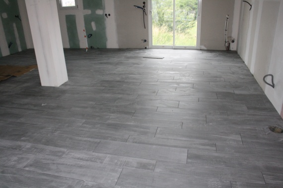 Carrelage gris imitation parquet excellent carrelage for Parquet imitation carrelage gris