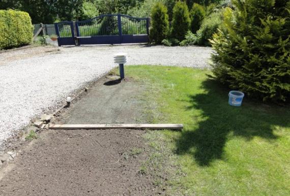 Terrain très caillouteux à préparer avant semage de gazon ...
