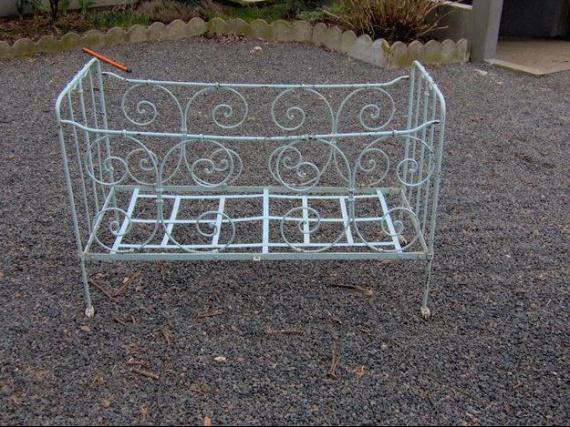 lit b b en fer forg s curit et conseils chambre de b b forum grossesse b b. Black Bedroom Furniture Sets. Home Design Ideas