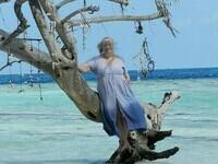Anne  devant le  lagon,  avant la Mer  Rouge et ses poissons