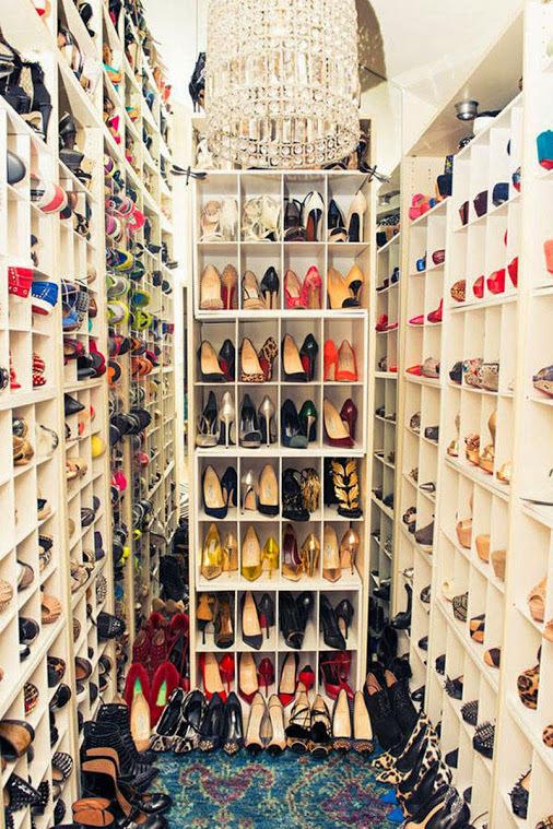 un rangement de chaussure