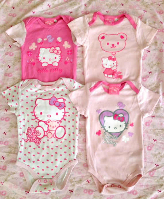 lot de 4 bodies manches courtes hello kitty vide. Black Bedroom Furniture Sets. Home Design Ideas