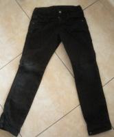 Zara 4/5 ans noir 1 petit accroc 1 €