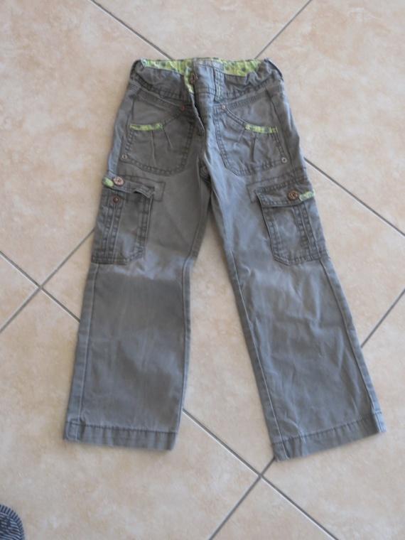 30. Pantalon Vynil Fraise 2€