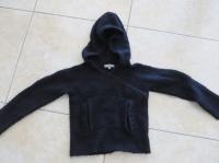 Pull Noire Capuche 1€