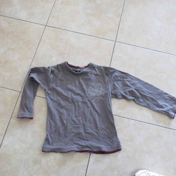 tshirt gris 2 €