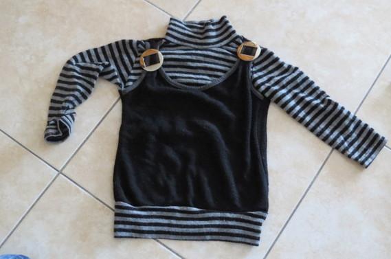 Pull noir et gris 1€