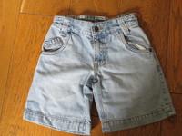 short jean okaidi 2€