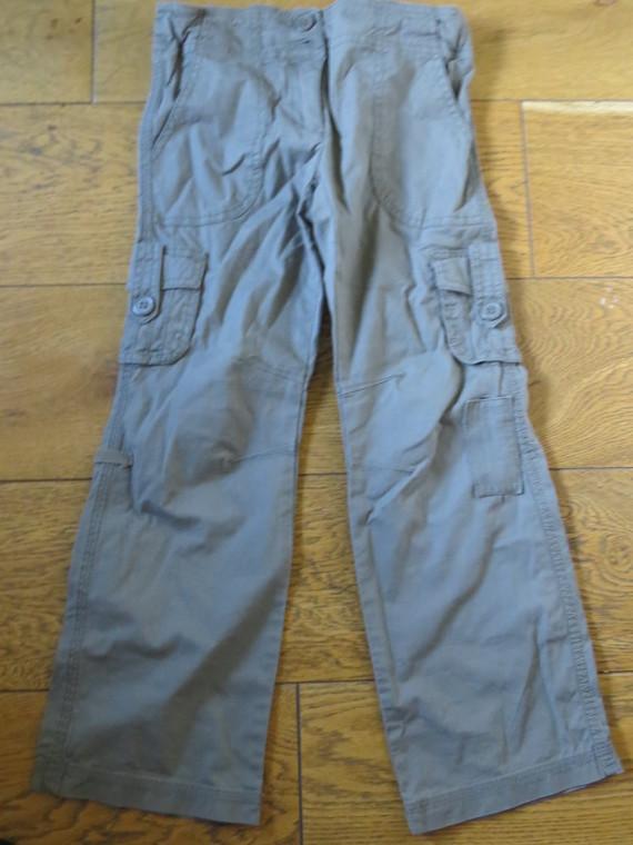 Pantalon ou bermuda Decathlon kaki 2.50 €