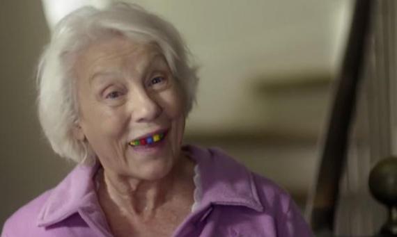 lego-drole-dentier-mamie-L-CgkHk3[1]