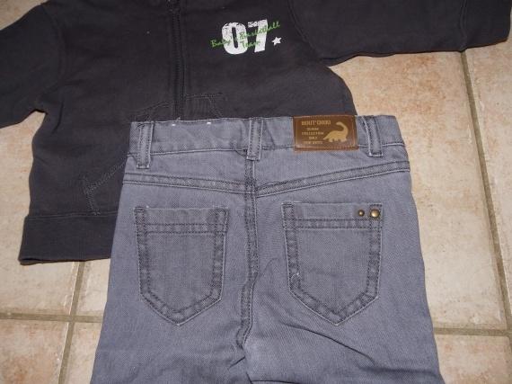 détail pantalon jean gris