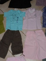 T-shirt turquoise neuf étiqueté - polo rose Hello Kitty - bermuda marron okaidi - jupe culotte rose