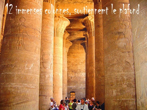 les colonnes qui soutiennent le plafond
