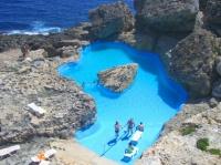la piscine dans les rochers de notre hotel