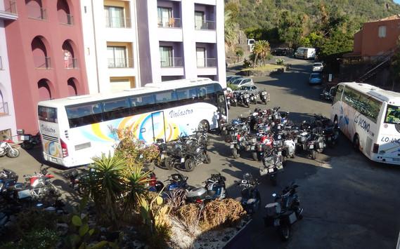 Réunion de motos à l'hôtel