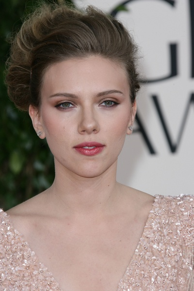 Scarlett-Johansson-at-2011-Golden-Globes